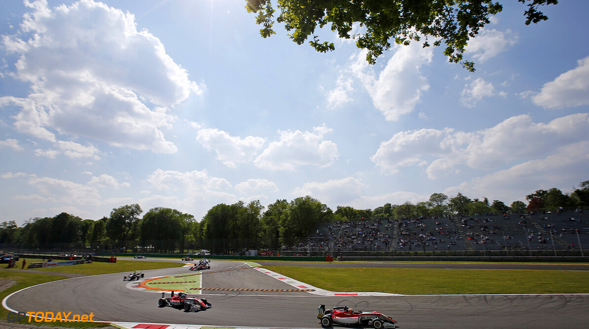 FIA Formula 3 European Championship, round 2, race 3, Monza (ITA 53 Callum Ilott (GBR, Prema Powerteam, Dallara F317 - Mercedes-Benz), 8 Guanyu Zhou (CHN, Prema Powerteam, Dallara F317 - Mercedes-Benz), FIA Formula 3 European Championship, round 2, race 3, Monza (ITA), 28. - 30. April 2017 FIA Formula 3 European Championship 2017, round 2, race 3, Monza (ITA) Thomas Suer Monza Italy