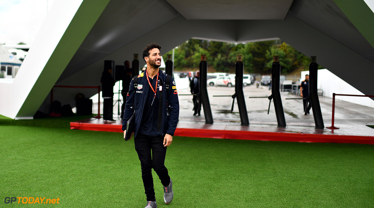 MONTMELO, SPAIN - MAY 11:  Daniel Ricciardo of Australia and Red Bull Racing walks in the Paddock during previews for the Spanish Formula One Grand Prix at Circuit de Catalunya on May 11, 2017 in Montmelo, Spain.  (Photo by David Ramos/Getty Images) // Getty Images / Red Bull Content Pool  // P-20170511-00417 // Usage for editorial use only // Please go to www.redbullcontentpool.com for further information. //  Spanish F1 Grand Prix - Previews David Ramos  Spain  P-20170511-00417