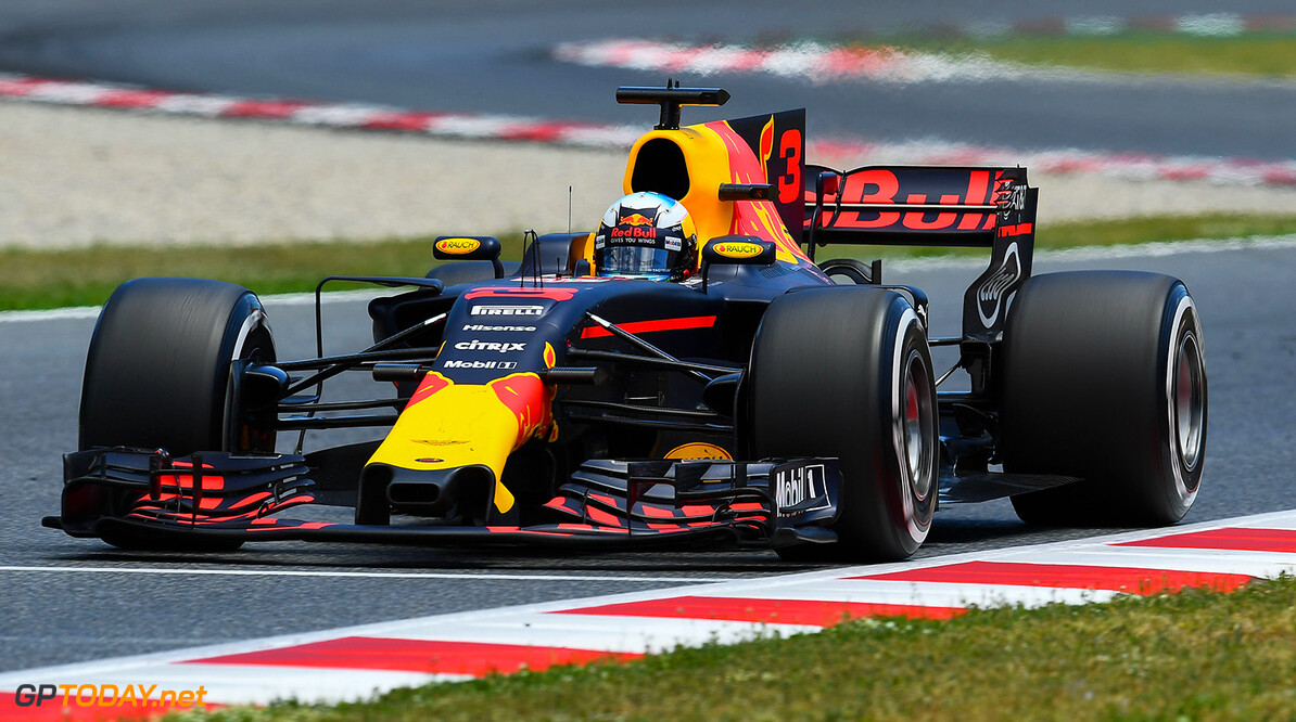 MONTMELO, SPAIN - MAY 14: Daniel Ricciardo of Australia driving the (3) Red Bull Racing Red Bull-TAG Heuer RB13 TAG Heuer on track during the Spanish Formula One Grand Prix at Circuit de Catalunya on May 14, 2017 in Montmelo, Spain.  (Photo by David Ramos/Getty Images) // Getty Images / Red Bull Content Pool  // P-20170514-01430 // Usage for editorial use only // Please go to www.redbullcontentpool.com for further information. //  Spanish F1 Grand Prix David Ramos  Spain  P-20170514-01430