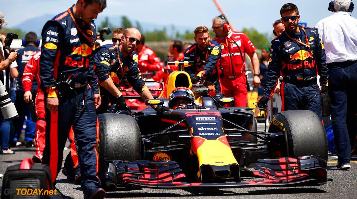 Red Bull rust RB13 uit met T-Wing