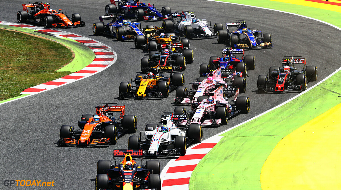 MONTMELO, SPAIN - MAY 14: Daniel Ricciardo of Australia driving the (3) Red Bull Racing Red Bull-TAG Heuer RB13 TAG Heuer leads Fernando Alonso of Spain driving the (14) McLaren Honda Formula 1 Team McLaren MCL32, Felipe Massa of Brazil driving the (19) Williams Martini Racing Williams FW40 Mercedes and others into turn two at the start during the Spanish Formula One Grand Prix at Circuit de Catalunya on May 14, 2017 in Montmelo, Spain.  (Photo by Mark Thompson/Getty Images) // Getty Images / Red Bull Content Pool  // P-20170514-01240 // Usage for editorial use only // Please go to www.redbullcontentpool.com for further information. //  Spanish F1 Grand Prix Mark Thompson  Spain  P-20170514-01240