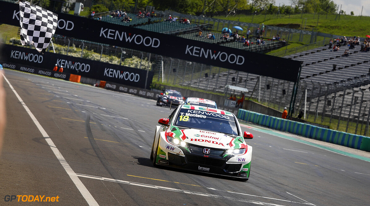 18 MONTEIRO Tiago (prt), Honda Civic team Castrol Honda WTC, action arrivee finish line   during the 2017 FIA WTCC World Touring Car Race of Hungary at hungaroring, Budapest from may 12 to 14 - Photo Frederic Le Floc'h / DPPI AUTO - WTCC HUNGARY 2017 Frederic Le Floc'h Budapest Hongrie  Auto CHAMPIONNAT DU MONDE CIRCUIT COURSE Europe FIA Motorsport TOURISME WTCC hongrie mai