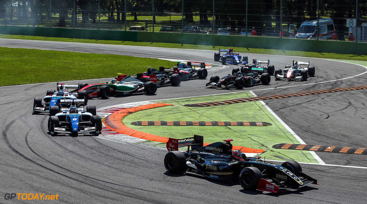 MONZA-RACING-FORMULA V8 MONZA (ITA) MAY 12-14 2017 -  Third round of the World Series Formula V8 3.5 at Autodromo di Monza. Start of Race 1. (C) 2017 Diederik van der Laan  / Dutch Photo Agency  Diederik van der Laan Monza Italy  Auto Autodromo Autosport Car Eurocup Formula Italy Michelin Monza Motorsports Race Racing Renault Track World Series