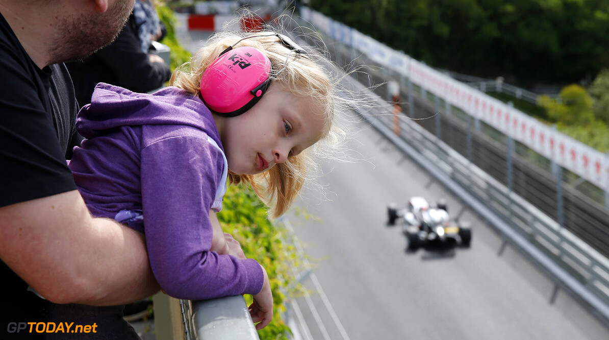 FIA Formula 3 European Championship, round 3, race 2, PAU (FRA) Little girl watching the race, FIA Formula 3 European Championship, round 3, race 2, Pau (FRA), 19. - 21. May 2017 FIA Formula 3 European Championship 2017, round 3, race 2, Pau (FRA) Thomas Suer Pau France