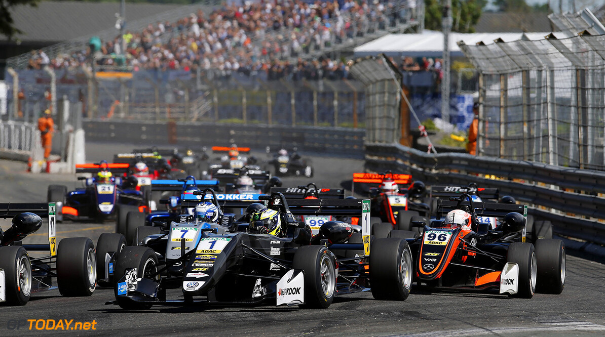 FIA Formula 3 European Championship, round 3, race 3, PAU (FRA) Start of the race, 1 Joel Eriksson (SWE, Motopark, Dallara F317 - Volkswagen), 96 Joey Mawson (AUS, Van Amersfoort Racing, Dallara F317 - Mercedes-Benz), 7 Ralf Aron (EST, Hitech Grand Prix, Dallara F317 - Mercedes-Benz), FIA Formula 3 European Championship, round 3, race 3, Pau (FRA), 19. - 21. May 2017 FIA Formula 3 European Championship 2017, round 3, race 3, Pau (FRA) Thomas Suer Pau France