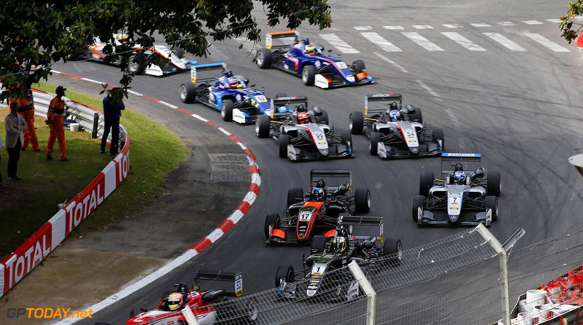 FIA Formula 3 European Championship, round 3, race 2, PAU (FRA) Start of the race, 1 Joel Eriksson (SWE, Motopark, Dallara F317 - Volkswagen), 17 Harrison Newey (GBR, Van Amersfoort Racing, Dallara F317 - Mercedes-Benz), 7 Ralf Aron (EST, Hitech Grand Prix, Dallara F317 - Mercedes-Benz), FIA Formula 3 European Championship, round 3, race 2, Pau (FRA), 19. - 21. May 2017 FIA Formula 3 European Championship 2017, round 3, race 2, Pau (FRA) Thomas Suer Pau France