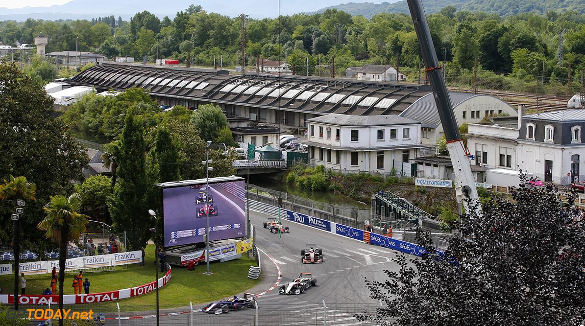 FIA Formula 3 European Championship, round 3, race 2, PAU (FRA) 21 Jake Dennis (GBR, Carlin, Dallara F317 - Volkswagen), 27 Jehan Daruvala (IND, Carlin, Dallara F317 - Volkswagen), 96 Joey Mawson (AUS, Van Amersfoort Racing, Dallara F317 - Mercedes-Benz), FIA Formula 3 European Championship, round 3, race 2, Pau (FRA), 19. - 21. May 2017 FIA Formula 3 European Championship 2017, round 3, race 2, Pau (FRA) Thomas Suer Pau France
