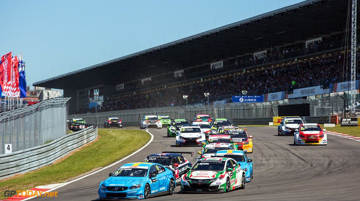 Start Race 2 63 CATSBURG Nicky (ned), Volvo S60 Polestar team Polestar Cyan Racing, 05 MICHELISZ Norbert (hun), Honda Civic team Castrol Honda WTC, action during the 2017 FIA WTCC World Touring Car Race of Nurburgring, Germany from May 26 to 28 - Photo Antonin Vincent / DPPI AUTO - WTCC NURBURGING 2017 Antonin Vincent     allemagne auto championnat du monde circuit course europe fia motorsport tourisme wtcc