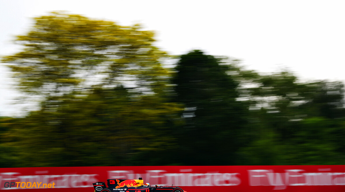 MONTREAL, QC - JUNE 09: Daniel Ricciardo of Australia driving the (3) Red Bull Racing Red Bull-TAG Heuer RB13 TAG Heuer on track during practice for the Canadian Formula One Grand Prix at Circuit Gilles Villeneuve on June 9, 2017 in Montreal, Canada.  (Photo by Dan Istitene/Getty Images) // Getty Images / Red Bull Content Pool  // P-20170609-02060 // Usage for editorial use only // Please go to www.redbullcontentpool.com for further information. //  Canadian F1 Grand Prix - Practice Dan Istitene  Canada  P-20170609-02060