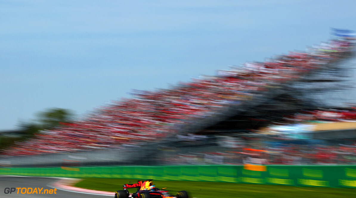 MONTREAL, QC - JUNE 11:  Daniel Ricciardo of Australia driving the (3) Red Bull Racing Red Bull-TAG Heuer RB13 TAG Heuer on trac during the Canadian Formula One Grand Prix at Circuit Gilles Villeneuve on June 11, 2017 in Montreal, Canada.  (Photo by Dan Istitene/Getty Images) // Getty Images / Red Bull Content Pool  // P-20170612-00190 // Usage for editorial use only // Please go to www.redbullcontentpool.com for further information. //  Canadian F1 Grand Prix Dan Istitene  Canada  P-20170612-00190