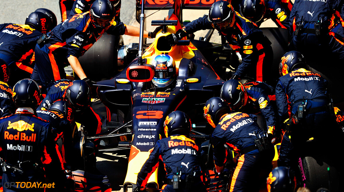 MONTREAL, QC - JUNE 11: Daniel Ricciardo of Australia driving the (3) Red Bull Racing Red Bull-TAG Heuer RB13 TAG Heuer makes a pit stop for new tyres during the Canadian Formula One Grand Prix at Circuit Gilles Villeneuve on June 11, 2017 in Montreal, Canada.  (Photo by Getty Images/Getty Images) // Getty Images / Red Bull Content Pool  // P-20170612-00223 // Usage for editorial use only // Please go to www.redbullcontentpool.com for further information. //  Canadian F1 Grand Prix Getty Images  Canada  P-20170612-00223