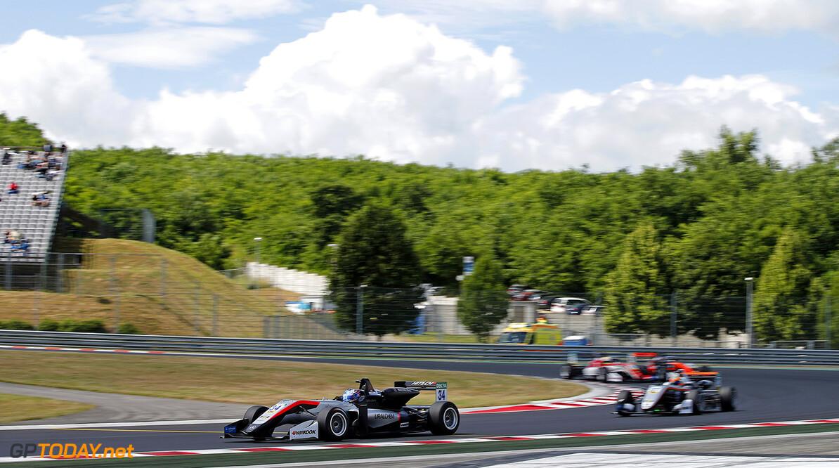 FIA Formula 3 European Championship, round 4, race 1, Hungarorin 34 Jake Hughes (GBR, Hitech Grand Prix, Dallara F317 - Mercedes-Benz), 27 Jehan Daruvala (IND, Carlin, Dallara F317 - Volkswagen), FIA Formula 3 European Championship, round 4, race 1, Hungaroring (HUN), 16. - 18. June 2017 FIA Formula 3 European Championship 2017, round 4, race 1, Hungaroring (HUN) Thomas Suer Budapest Hungary