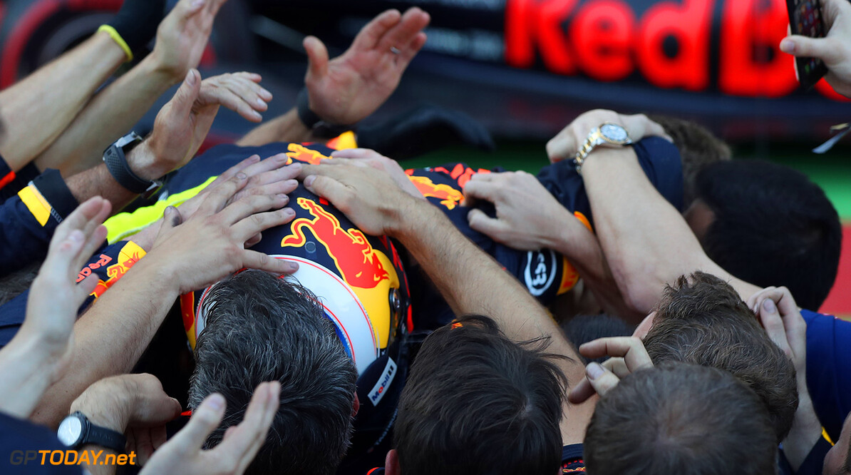 BAKU, AZERBAIJAN - JUNE 25:  Race winner Daniel Ricciardo of Australia and Red Bull Racing is mobbed by his team in parc ferme during the Azerbaijan Formula One Grand Prix at Baku City Circuit on June 25, 2017 in Baku, Azerbaijan.  (Photo by Mark Thompson/Getty Images) // Getty Images / Red Bull Content Pool  // P-20170625-01324 // Usage for editorial use only // Please go to www.redbullcontentpool.com for further information. //  Azerbaijan F1 Grand Prix Mark Thompson Baku Azerbaijan  P-20170625-01324