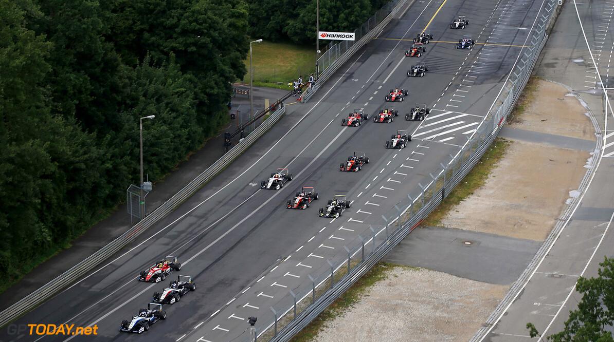 FIA Formula 3 European Championship, round 5, race 2, Norisring  Start of the race, 7 Ralf Aron (EST, Hitech Grand Prix, Dallara F317 - Mercedes-Benz) taking the lead from 34 Jake Hughes (GBR, Hitech Grand Prix, Dallara F317 - Mercedes-Benz), 3 Maximilian G?nther (DEU, Prema Powerteam, Dallara F317 - Mercedes-Benz), 31 Lando Norris (GBR, Carlin, Dallara F317 - Volkswagen), 5 Pedro Piquet (BRA, Van Amersfoort Racing, Dallara F317 - Mercedes-Benz), 27 Jehan Daruvala (IND, Carlin, Dallara F317 - Volkswagen), FIA Formula 3 European Championship, round 5, race 2, Norisring (DEU), 30. June - 2. July 2017 FIA Formula 3 European Championship 2017, round 5, race 2, Norisring (DEU) Thomas Suer N?rnberg Germany
