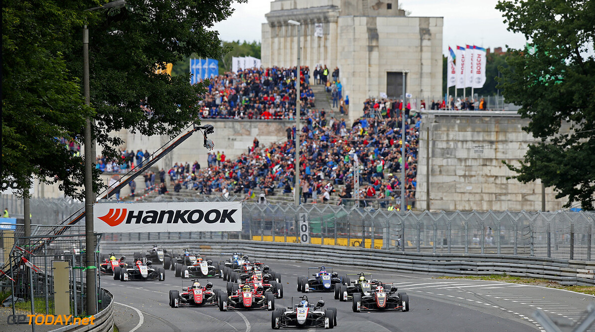 FIA Formula 3 European Championship, round 5, race 1, Norisring  Start of the race, 34 Jake Hughes (GBR, Hitech Grand Prix, Dallara F317 - Mercedes-Benz) taking the lead from 3 Maximilian G?nther (DEU, Prema Powerteam, Dallara F317 - Mercedes-Benz), 5 Pedro Piquet (BRA, Van Amersfoort Racing, Dallara F317 - Mercedes-Benz), 31 Lando Norris (GBR, Carlin, Dallara F317 - Volkswagen), FIA Formula 3 European Championship, round 5, race 1, Norisring (DEU), 30. June - 2. July 2017 FIA Formula 3 European Championship 2017, round 5, race 1, Norisring (DEU) Thomas Suer N?rnberg Germany