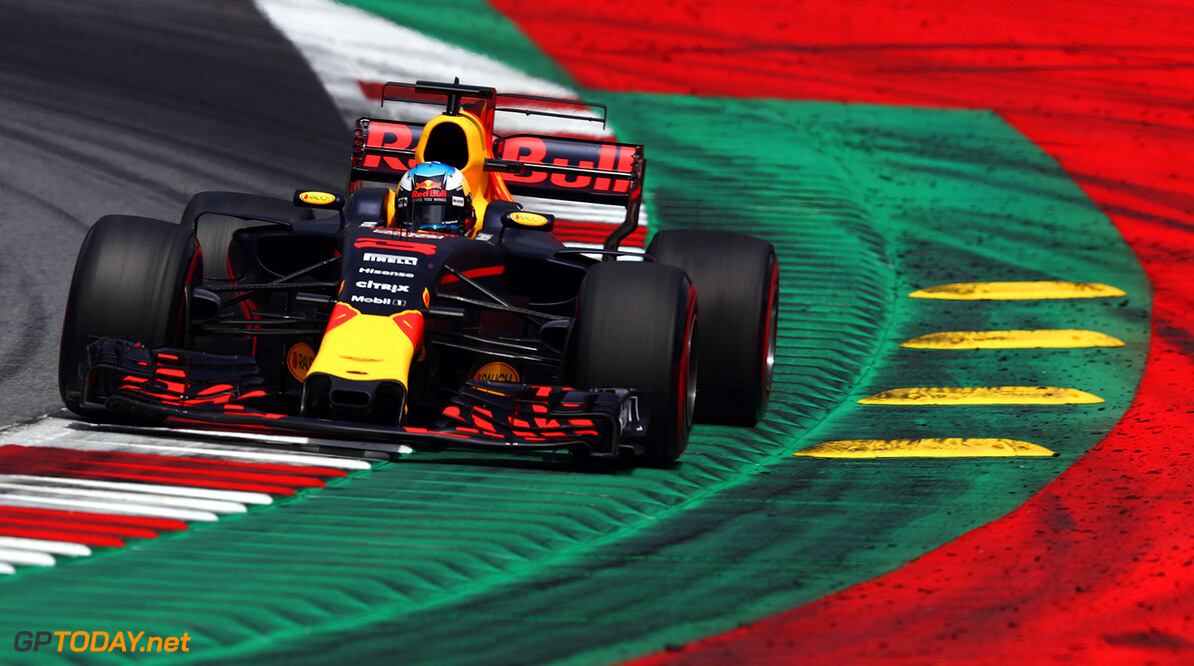 SPIELBERG, AUSTRIA - JULY 09: Daniel Ricciardo of Australia driving the (3) Red Bull Racing Red Bull-TAG Heuer RB13 TAG Heuer on track during the Formula One Grand Prix of Austria at Red Bull Ring on July 9, 2017 in Spielberg, Austria.  (Photo by Lars Baron/Getty Images) // Getty Images / Red Bull Content Pool  // P-20170709-02353 // Usage for editorial use only // Please go to www.redbullcontentpool.com for further information. //  F1 Grand Prix of Austria Lars Baron Red Bull Ring Austria  P-20170709-02353