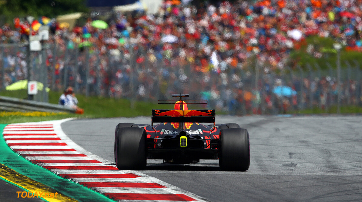 SPIELBERG, AUSTRIA - JULY 09:  Daniel Ricciardo of Australia driving the (3) Red Bull Racing Red Bull-TAG Heuer RB13 TAG Heuer on track during the Formula One Grand Prix of Austria at Red Bull Ring on July 9, 2017 in Spielberg, Austria.  (Photo by Clive Mason/Getty Images) // Getty Images / Red Bull Content Pool  // P-20170709-04097 // Usage for editorial use only // Please go to www.redbullcontentpool.com for further information. //  F1 Grand Prix of Austria Clive Mason Red Bull Ring Austria  P-20170709-04097