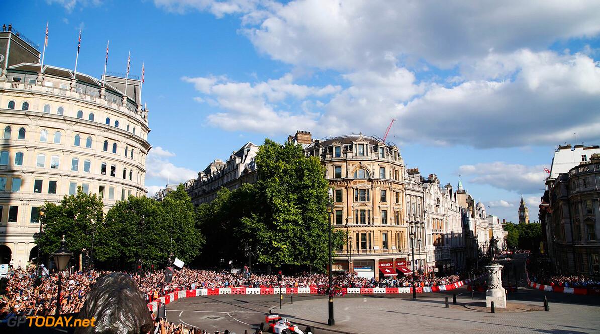 F1 Live in Londen smaakt naar meer voor Alonso