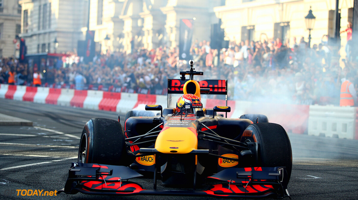LONDON, ENGLAND - JULY 12: Max Verstappen of Netherlands and Red Bull Racing driving the Red Bull Racing RB7 during F1 Live London at Trafalgar Square on July 12, 2017 in London, England.  F1 Live London, the first time in Formula 1 history that all 10 teams come together outside of a race weekend to put on a show for the public in the heart of London.  (Photo by Clive Mason/Getty Images for Formula 1) // Getty Images / Red Bull Content Pool  // P-20170713-00133 // Usage for editorial use only // Please go to www.redbullcontentpool.com for further information. //  F1 Live In London Takes Over Trafalgar Square - Car Parade Clive Mason London United Kingdom  P-20170713-00133