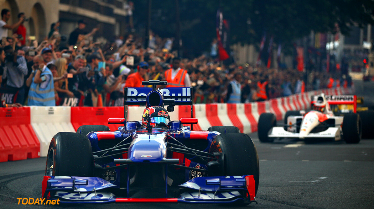 LONDON, ENGLAND - JULY 12:  Daniil Kvyat of Russia and Scuderia Toro Rosso driving the Scuderia Toro Rosso STR8 during F1 Live London at Trafalgar Square on July 12, 2017 in London, England.  F1 Live London, the first time in Formula 1 history that all 10 teams come together outside of a race weekend to put on a show for the public in the heart of London.  (Photo by Clive Mason/Getty Images for Formula 1) // Getty Images / Red Bull Content Pool  // P-20170713-00145 // Usage for editorial use only // Please go to www.redbullcontentpool.com for further information. //  F1 Live In London Takes Over Trafalgar Square - Car Parade Clive Mason London United Kingdom  P-20170713-00145