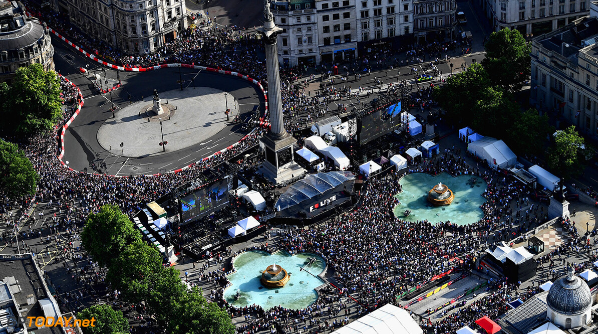 LONDON, ENGLAND - JULY 12:  A general view from the air during F1 Live London at Trafalgar Square on July 12, 2017 in London, England.  F1 Live London, the first time in Formula 1 history that all 10 teams come together outside of a race weekend to put on a show for the public in the heart of London.  (Photo by Dan Mullan/Getty Images for Formula 1) // Getty Images / Red Bull Content Pool  // P-20170713-00342 // Usage for editorial use only // Please go to www.redbullcontentpool.com for further information. //  F1 Live In London Takes Over Trafalgar Square - Car Parade Dan Mullan London United Kingdom  P-20170713-00342