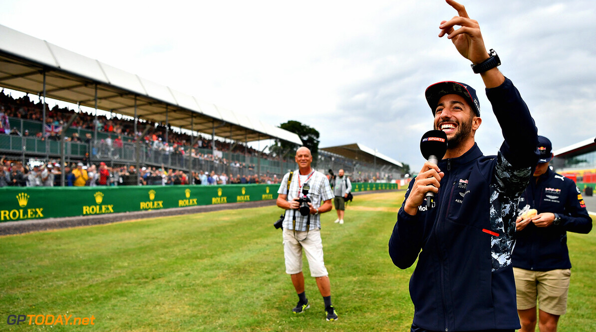 NORTHAMPTON, ENGLAND - JULY 13:  Daniel Ricciardo of Australia and Red Bull Racing talks to the crowd during previews ahead of the Formula One Grand Prix of Great Britain at Silverstone on July 13, 2017 in Northampton, England.  (Photo by Dan Mullan/Getty Images) // Getty Images / Red Bull Content Pool  // P-20170713-01284 // Usage for editorial use only // Please go to www.redbullcontentpool.com for further information. //  F1 Grand Prix of Great Britain - Previews Dan Mullan Silverstone United Kingdom  P-20170713-01284