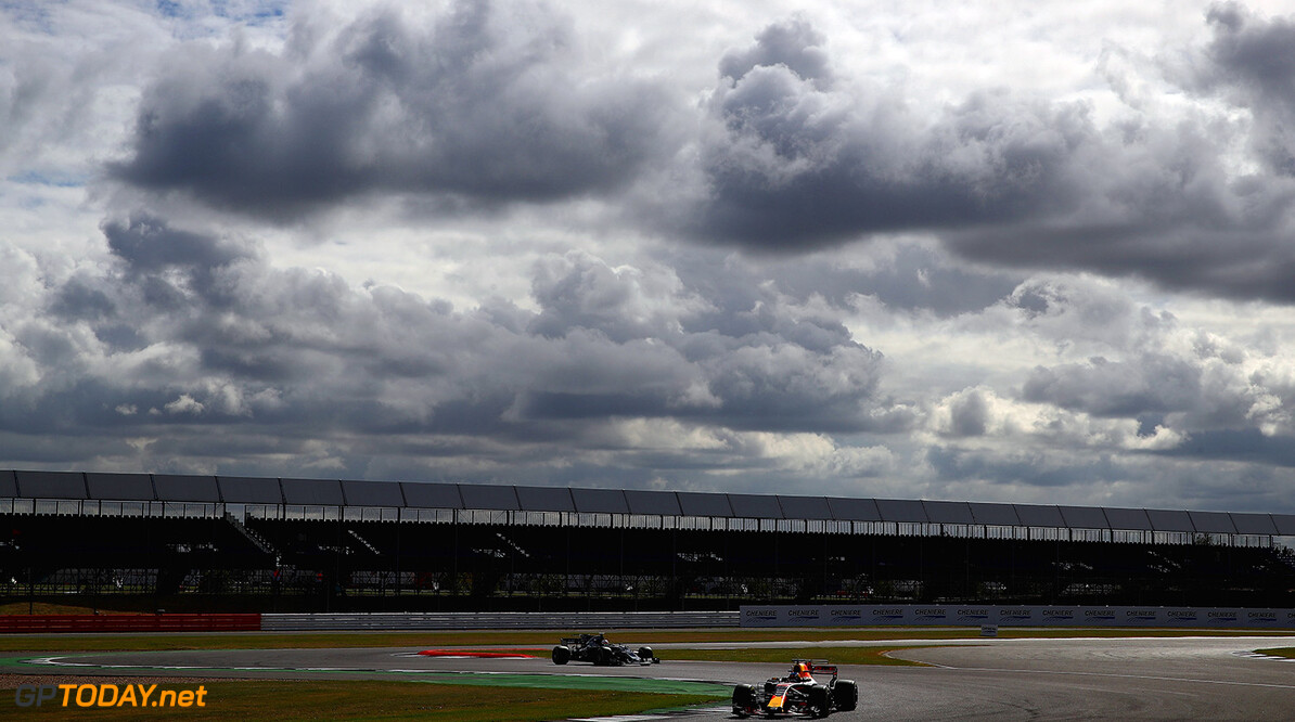 NORTHAMPTON, ENGLAND - JULY 14:  Daniel Ricciardo of Australia driving the (3) Red Bull Racing Red Bull-TAG Heuer RB13 TAG Heuer on track during practice for the Formula One Grand Prix of Great Britain at Silverstone on July 14, 2017 in Northampton, England.  (Photo by Clive Mason/Getty Images) // Getty Images / Red Bull Content Pool  // P-20170714-00667 // Usage for editorial use only // Please go to www.redbullcontentpool.com for further information. //  F1 Grand Prix of Great Britain - Practice Clive Mason Silverstone United Kingdom  P-20170714-00667