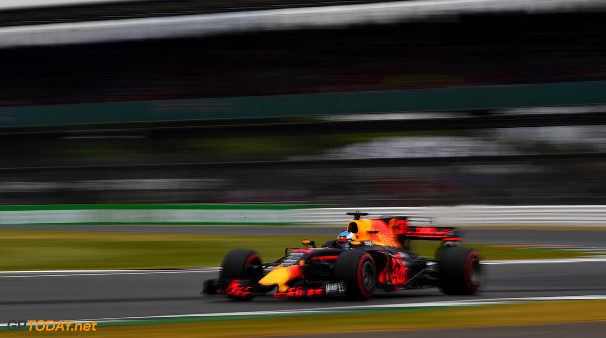 NORTHAMPTON, ENGLAND - JULY 14: Daniel Ricciardo of Australia driving the (3) Red Bull Racing Red Bull-TAG Heuer RB13 TAG Heuer on track during practice for the Formula One Grand Prix of Great Britain at Silverstone on July 14, 2017 in Northampton, England.  (Photo by Dan Mullan/Getty Images) // Getty Images / Red Bull Content Pool  // P-20170714-01600 // Usage for editorial use only // Please go to www.redbullcontentpool.com for further information. //  F1 Grand Prix of Great Britain - Practice Dan Mullan Silverstone United Kingdom  P-20170714-01600