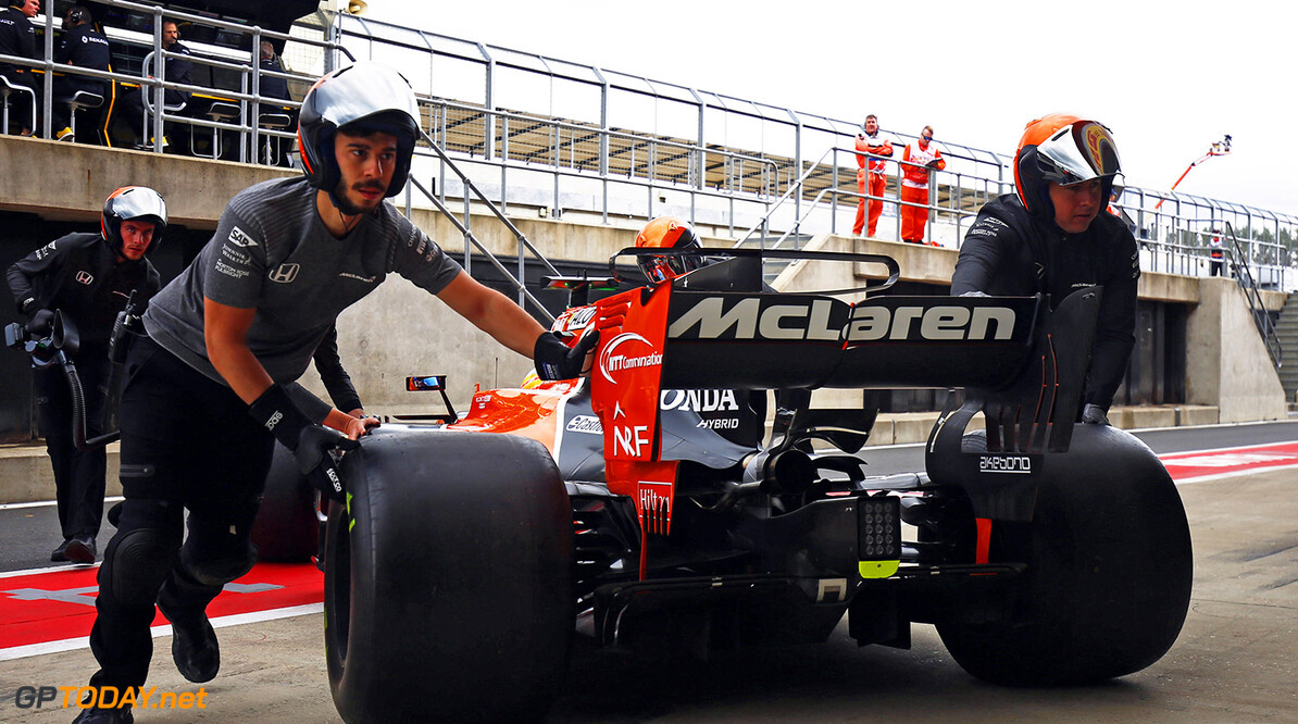 Silverstone, Northamptonshire, UK. Friday 14 July 2017. Engineers return Fernando Alonso, McLaren MCL32 Honda, to the garage. Photo: Andrew Hone/McLaren ref: Digital Image _ONZ3713      f1 formula 1 formula one gp grand prix Portrait Technical