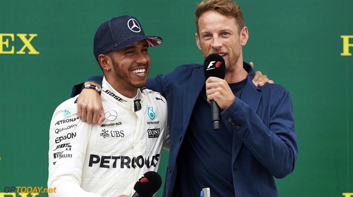 Lewis Hamilton toont aan teamspeler te zijn