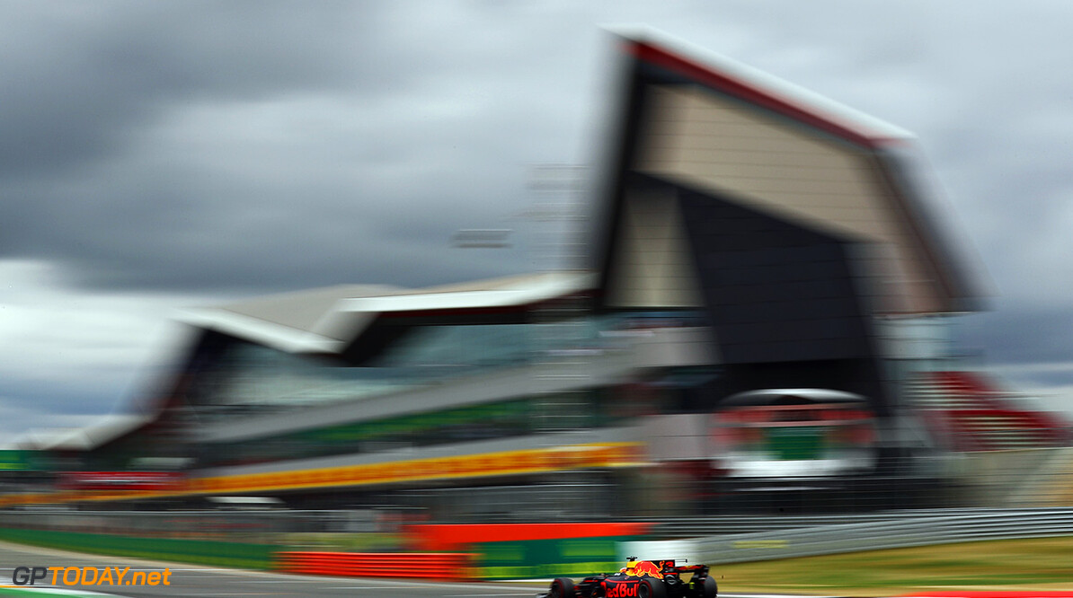 NORTHAMPTON, ENGLAND - JULY 16: Daniel Ricciardo of Australia driving the (3) Red Bull Racing Red Bull-TAG Heuer RB13 TAG Heuer on track during the Formula One Grand Prix of Great Britain at Silverstone on July 16, 2017 in Northampton, England.  (Photo by Clive Mason/Getty Images) // Getty Images / Red Bull Content Pool  // P-20170716-00873 // Usage for editorial use only // Please go to www.redbullcontentpool.com for further information. //  F1 Grand Prix of Great Britain Clive Mason Silverstone United Kingdom  P-20170716-00873