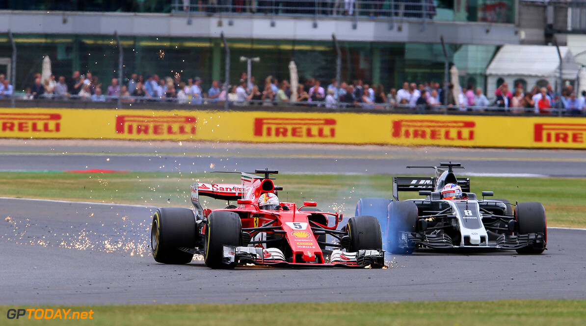 FIA plaatst extra kerbstones in laatste bocht Silverstone na overschrijden 'track limits'