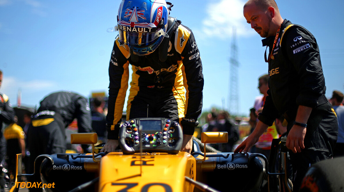Formula One World Championship Jolyon Palmer (GBR) Renault Sport F1 Team RS17 on the grid. Hungarian Grand Prix, Sunday 30th July 2017. Budapest, Hungary. Motor Racing - Formula One World Championship - Hungarian Grand Prix - Race Day - Budapest, Hungary Renault Sport Formula One Team Budapest Hungary  Formula One Formula 1 F1 GP Grand Prix Circuit Hungaroring Hungarian Budapest Hungary JM742 Portrait GP1711d