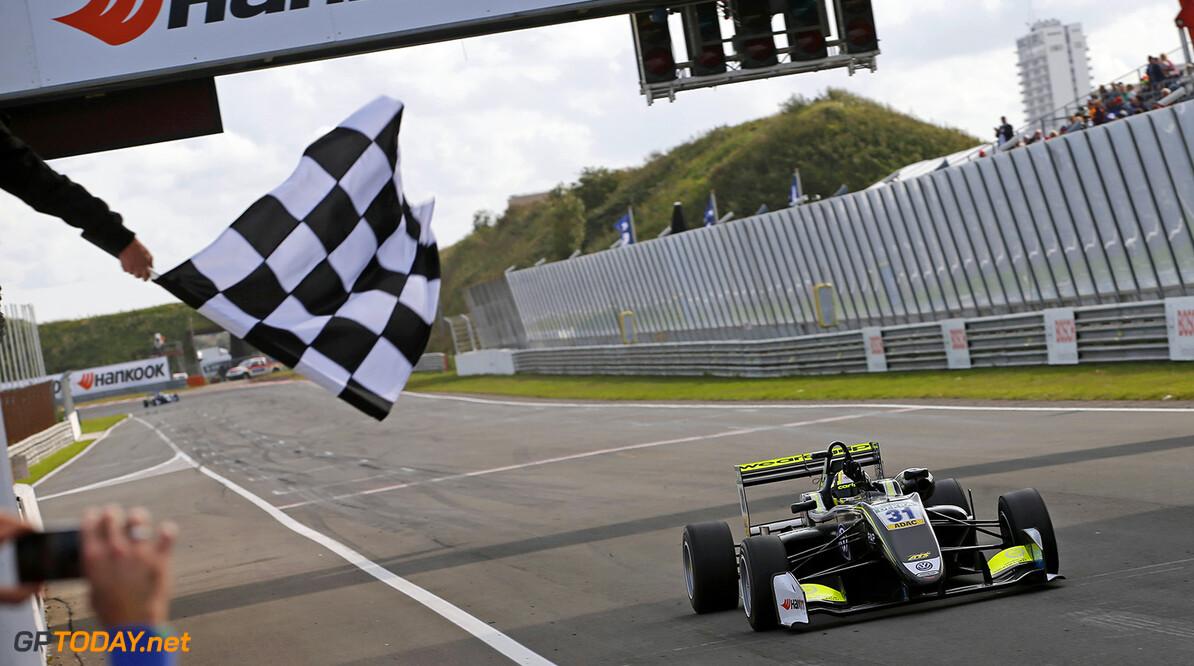 FIA Formula 3 European Championship, round 7, race 3, Zandvoort  31 Lando Norris (GBR, Carlin, Dallara F317 - Volkswagen), FIA Formula 3 European Championship, round 7, race 3, Zandvoort (NED), 18. - 20. August 2017 FIA Formula 3 European Championship 2017, round 7, race 3, Zandvoort (NED) Thomas Suer Zandvoort Netherlands