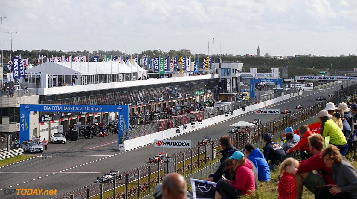 FIA Formula 3 European Championship, round 7, race 3, Zandvoort  34 Jake Hughes (GBR, Hitech Grand Prix, Dallara F317 - Mercedes-Benz), 5 Pedro Piquet (BRA, Van Amersfoort Racing, Dallara F317 - Mercedes-Benz), 17 Harrison Newey (GBR, Van Amersfoort Racing, Dallara F317 - Mercedes-Benz), FIA Formula 3 European Championship, round 7, race 3, Zandvoort (NED), 18. - 20. August 2017 FIA Formula 3 European Championship 2017, round 7, race 3, Zandvoort (NED) Thomas Suer Zandvoort Netherlands