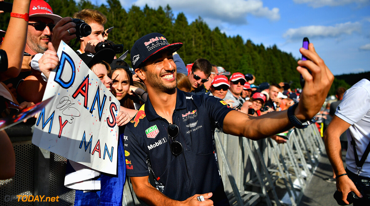 SPA, BELGIUM - AUGUST 24:  Daniel Ricciardo of Australia and Red Bull Racing poses for a selfie with fans during previews ahead of the Formula One Grand Prix of Belgium at Circuit de Spa-Francorchamps on August 24, 2017 in Spa, Belgium.  (Photo by Dan Mullan/Getty Images) // Getty Images / Red Bull Content Pool  // P-20170824-01570 // Usage for editorial use only // Please go to www.redbullcontentpool.com for further information. //  F1 Grand Prix of Belgium - Previews Dan Mullan Spa Belgium  P-20170824-01570