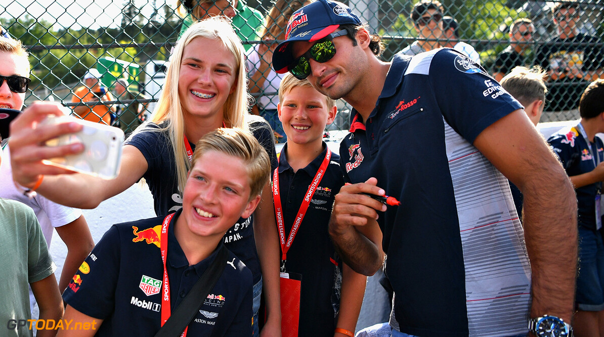 SPA, BELGIUM - AUGUST 24:  Carlos Sainz of Spain and Scuderia Toro Rosso poses for a selfie with fans during previews ahead of the Formula One Grand Prix of Belgium at Circuit de Spa-Francorchamps on August 24, 2017 in Spa, Belgium.  (Photo by Dan Mullan/Getty Images) // Getty Images / Red Bull Content Pool  // P-20170824-01412 // Usage for editorial use only // Please go to www.redbullcontentpool.com for further information. //  F1 Grand Prix of Belgium - Previews Dan Mullan Spa Belgium  P-20170824-01412