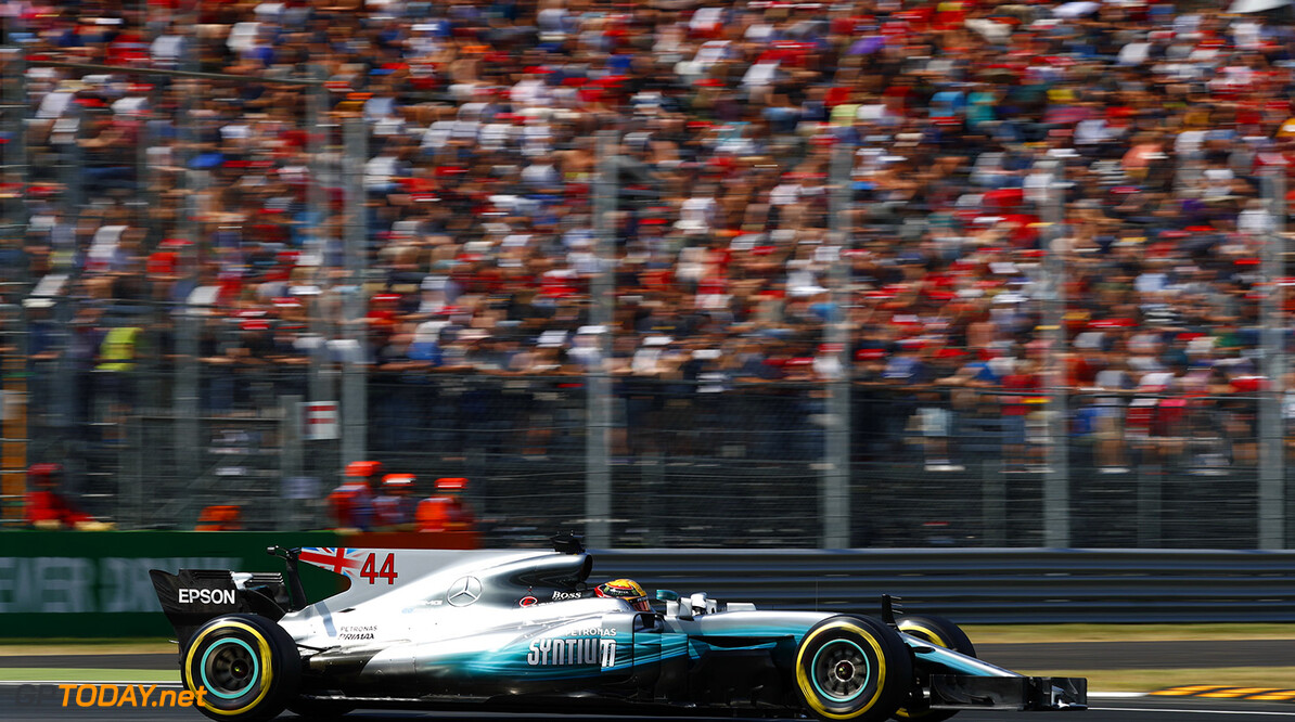 Hamilton wins as Mercedes dominate at Monza