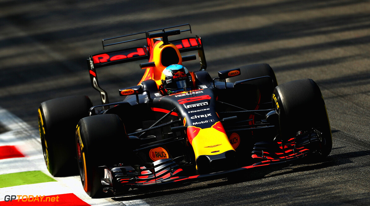 MONZA, ITALY - SEPTEMBER 01:  Daniel Ricciardo of Australia driving the (3) Red Bull Racing Red Bull-TAG Heuer RB13 TAG Heuer on track during practice for the Formula One Grand Prix of Italy at Autodromo di Monza on September 1, 2017 in Monza, Italy.  (Photo by Clive Rose/Getty Images) // Getty Images / Red Bull Content Pool  // P-20170901-02734 // Usage for editorial use only // Please go to www.redbullcontentpool.com for further information. //  F1 Grand Prix of Italy - Practice Clive Rose Monza Italy  P-20170901-02734