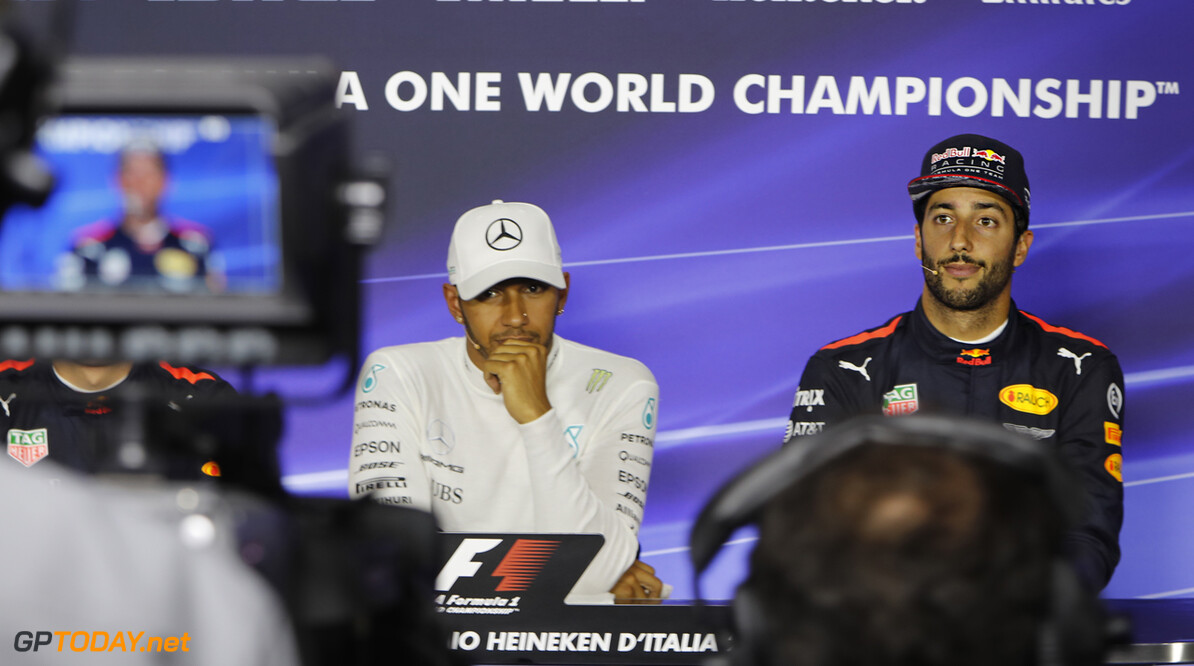 "Hamilton happy for ""brave"" Ricciardo"