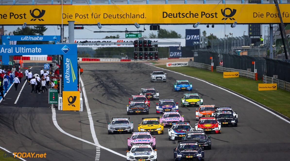 Start Race 2, #3 Paul Di Resta, Mercedes-AMG C 63 DTM, #11 Marco Wittmann, BMW M4 DTM, #22 Lucas Auer, Mercedes-AMG C 63 DTM, #6 Robert Wickens, Mercedes-AMG C 63 DTM Motorsports: DTM race Nuerburgring Gruppe C / Hoch Zwei N?rburgring Germany  Aktion action Fahraufnahme Fahrszene Motorsport DTM Rennen race Rennszene Start VersandPartnerDTM VersandPartnerStandard race action