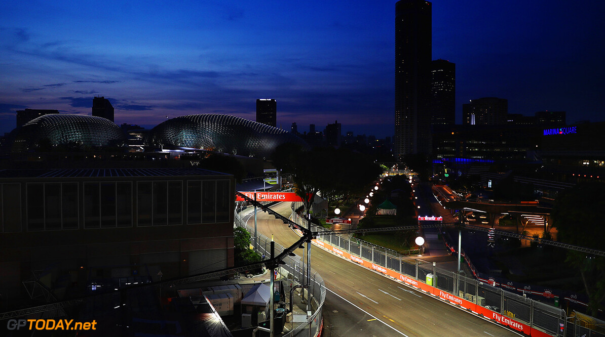 SINGAPORE - SEPTEMBER 14:  A general view of the circuit during previews ahead of the Formula One Grand Prix of Singapore at Marina Bay Street Circuit on September 14, 2017 in Singapore.  (Photo by Mark Thompson/Getty Images) // Getty Images / Red Bull Content Pool  // P-20170914-00754 // Usage for editorial use only // Please go to www.redbullcontentpool.com for further information. //  F1 Grand Prix of Singapore - Previews Mark Thompson Singapore Singapore  P-20170914-00754