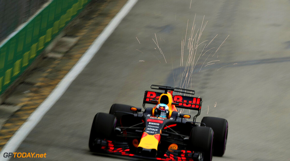 Ricciardo quickest in FP1 as three team battle looks set to commence in Singapore