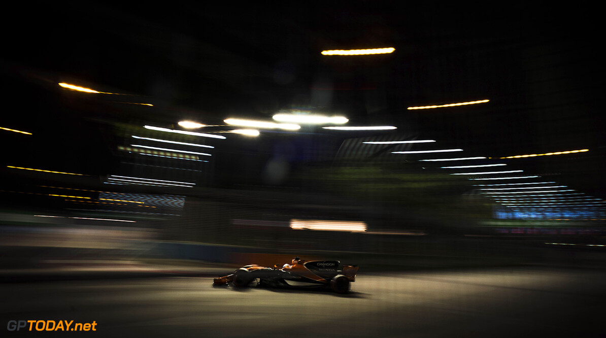 Marina Bay Circuit, Marina Bay, Singapore. Friday 15 September 2017. Photo: Glenn Dunbar/McLaren ref: Digital Image DSC04639      f1 formula 1 formula one gp grand prix