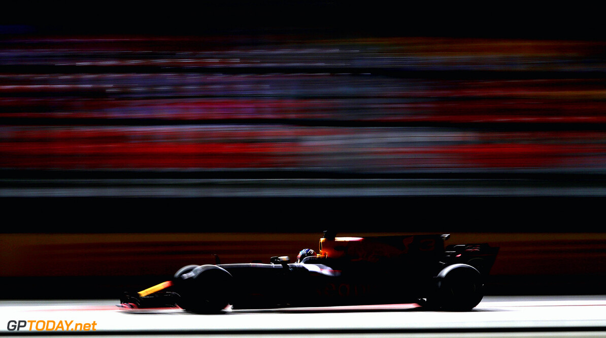 SINGAPORE - SEPTEMBER 15:  Daniel Ricciardo of Australia driving the (3) Red Bull Racing Red Bull-TAG Heuer RB13 TAG Heuer on track during practice for the Formula One Grand Prix of Singapore at Marina Bay Street Circuit on September 15, 2017 in Singapore.  (Photo by Mark Thompson/Getty Images) // Getty Images / Red Bull Content Pool  // P-20170915-01024 // Usage for editorial use only // Please go to www.redbullcontentpool.com for further information. //  F1 Grand Prix of Singapore - Practice Mark Thompson Singapore Singapore  P-20170915-01024