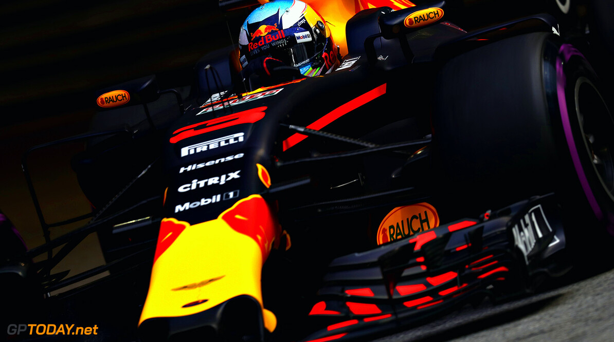 SINGAPORE - SEPTEMBER 15:  Daniel Ricciardo of Australia driving the (3) Red Bull Racing Red Bull-TAG Heuer RB13 TAG Heuer on track during practice for the Formula One Grand Prix of Singapore at Marina Bay Street Circuit on September 15, 2017 in Singapore.  (Photo by Mark Thompson/Getty Images) // Getty Images / Red Bull Content Pool  // P-20170915-00585 // Usage for editorial use only // Please go to www.redbullcontentpool.com for further information. //  F1 Grand Prix of Singapore - Practice Mark Thompson Singapore Singapore  P-20170915-00585