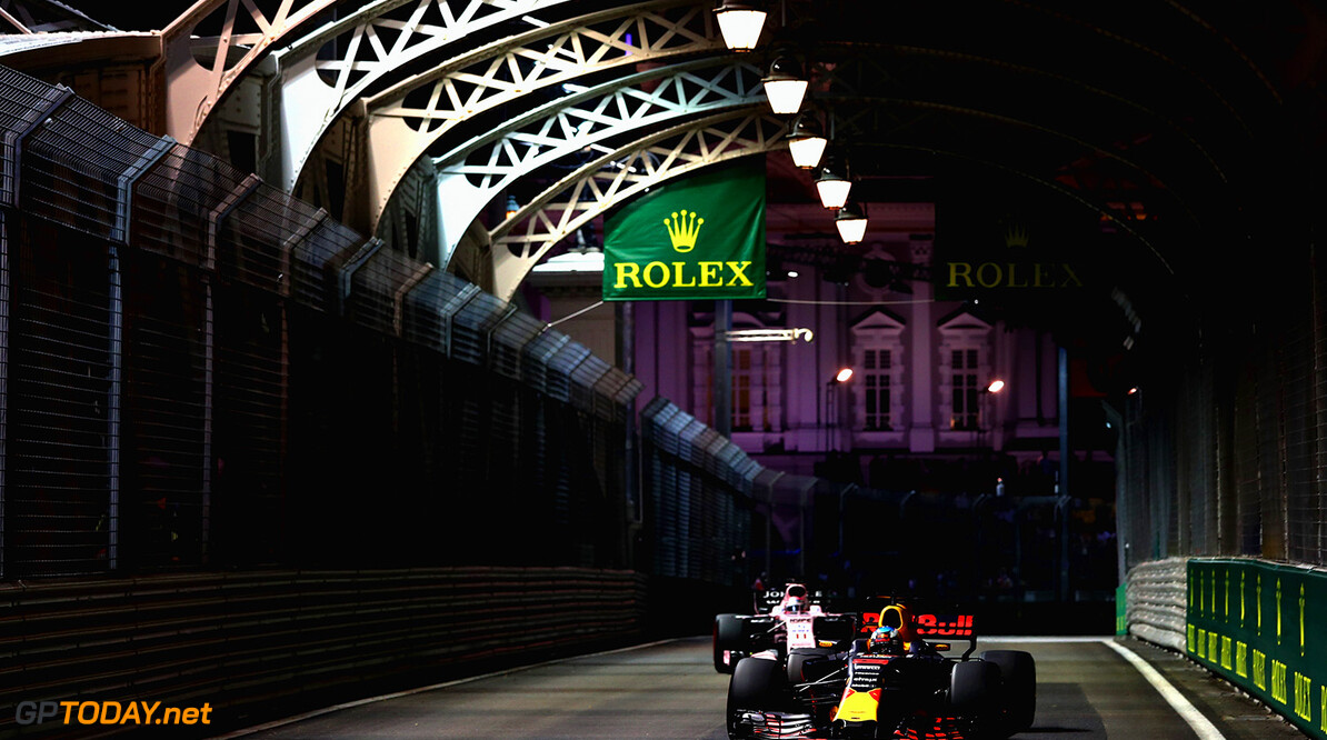 SINGAPORE - SEPTEMBER 15: Daniel Ricciardo of Australia driving the (3) Red Bull Racing Red Bull-TAG Heuer RB13 TAG Heuer on track during practice for the Formula One Grand Prix of Singapore at Marina Bay Street Circuit on September 15, 2017 in Singapore.  (Photo by Lars Baron/Getty Images) // Getty Images / Red Bull Content Pool  // P-20170915-00821 // Usage for editorial use only // Please go to www.redbullcontentpool.com for further information. //  F1 Grand Prix of Singapore - Practice Lars Baron Singapore Singapore  P-20170915-00821