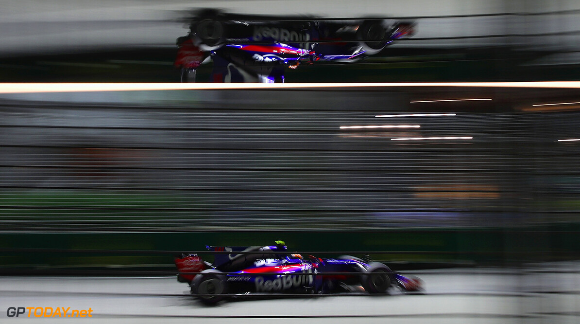 SINGAPORE - SEPTEMBER 17: Carlos Sainz of Spain driving the (55) Scuderia Toro Rosso STR12 on track during the Formula One Grand Prix of Singapore at Marina Bay Street Circuit on September 17, 2017 in Singapore.  (Photo by Clive Mason/Getty Images) // Getty Images / Red Bull Content Pool  // P-20170917-01798 // Usage for editorial use only // Please go to www.redbullcontentpool.com for further information. //  F1 Grand Prix of Singapore Clive Mason Singapore Singapore  P-20170917-01798