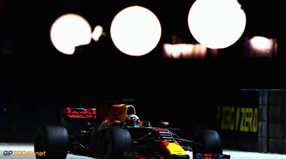 SINGAPORE - SEPTEMBER 17:  Daniel Ricciardo of Australia driving the (3) Red Bull Racing Red Bull-TAG Heuer RB13 TAG Heuer on track during the Formula One Grand Prix of Singapore at Marina Bay Street Circuit on September 17, 2017 in Singapore.  (Photo by Lars Baron/Getty Images) // Getty Images / Red Bull Content Pool  // P-20170917-00963 // Usage for editorial use only // Please go to www.redbullcontentpool.com for further information. //  F1 Grand Prix of Singapore Lars Baron Singapore Singapore  P-20170917-00963