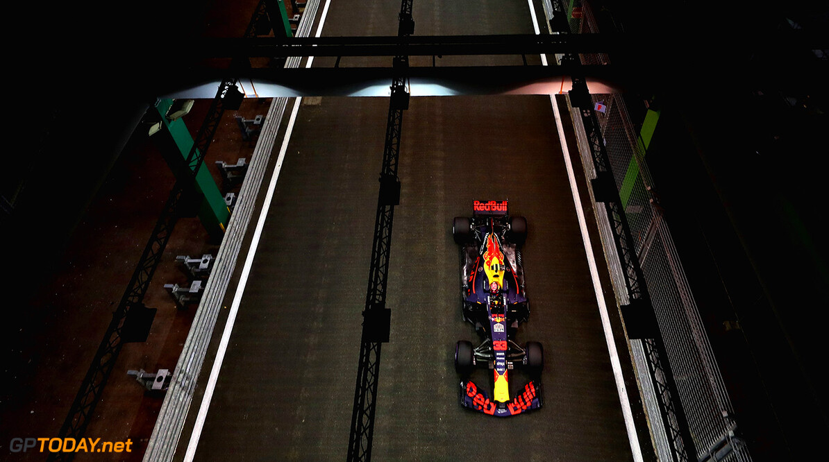 SINGAPORE - SEPTEMBER 16: Max Verstappen of the Netherlands driving the (33) Red Bull Racing Red Bull-TAG Heuer RB13 TAG Heuer on track during qualifying for the Formula One Grand Prix of Singapore at Marina Bay Street Circuit on September 16, 2017 in Singapore.  (Photo by Mark Thompson/Getty Images) // Getty Images / Red Bull Content Pool  // P-20170916-00561 // Usage for editorial use only // Please go to www.redbullcontentpool.com for further information. //  F1 Grand Prix of Singapore - Qualifying Mark Thompson Singapore Singapore  P-20170916-00561